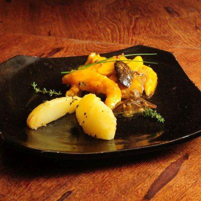Peixe fresco de Parati com Masala e Cogumelo Regional